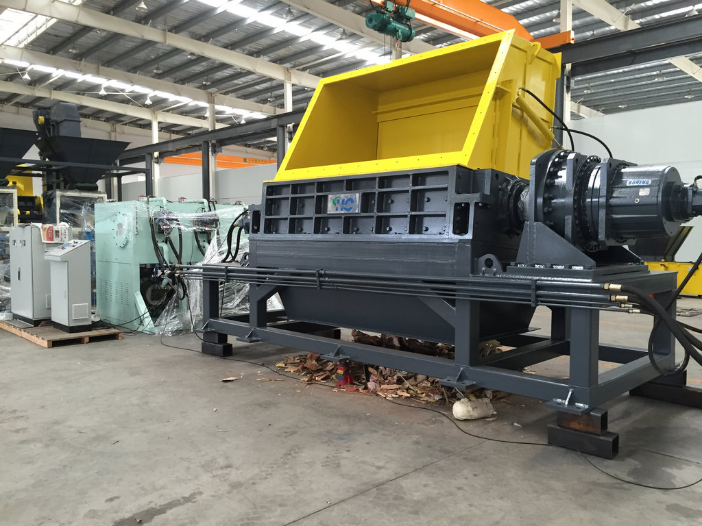 The MSW primary shredder with output of 70 tons/hour used in waste incineration plant